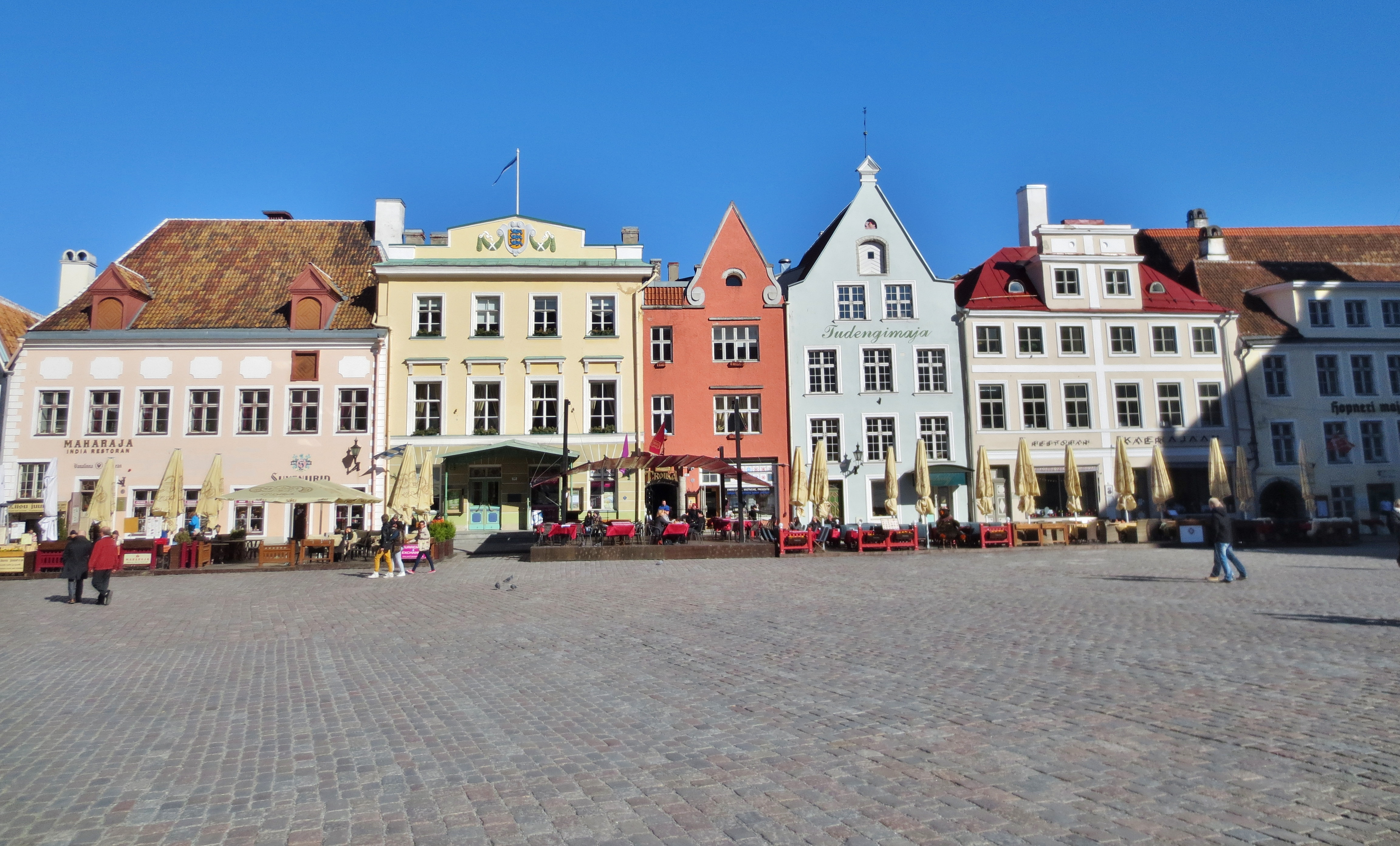 photos beer drinking and thinking in old town tallinn. Black Bedroom Furniture Sets. Home Design Ideas
